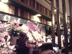 店内はお祝いの花でいっぱい